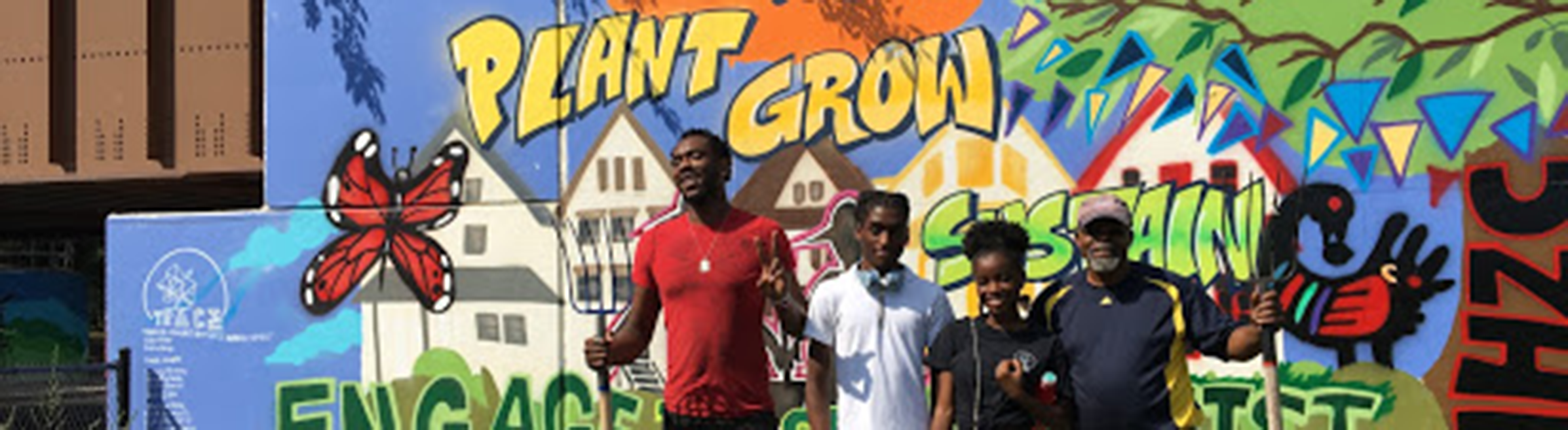 TRACErs-Najee-Grace-and-Dartonya-Wright-in-front-2017-TRACE-mural-with-Zanjabil-Gardens-owner-Kamal-Rashid-and-volunteer