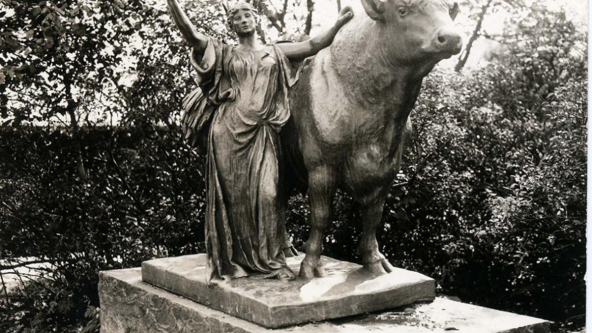 In 1912, the plaster sculptures were recast in bronze. This Roman goddess holding a stalk of wheat r