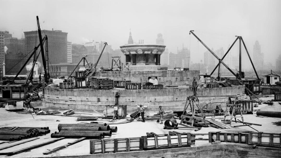 The contract for building the Buckingham Fountain was awarded in 1925, soon after architect Edward.