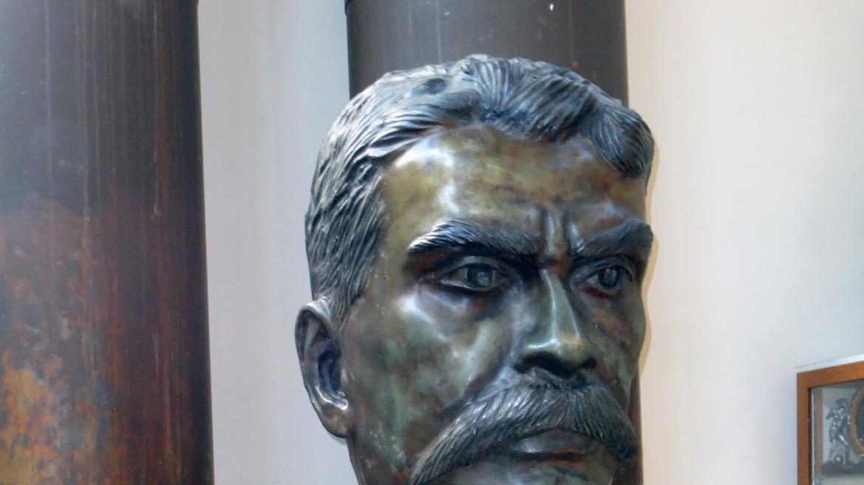 Harrison Park's handsome bronze portrait bust of Emiliano Zapata is a copy of an original .