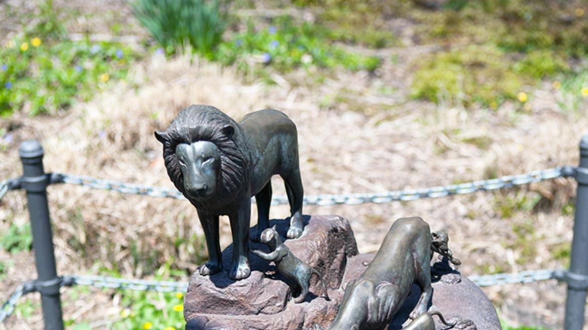Suyeoka's Lion Fountain includes five sculptural felines, 2014, photo by Michael Knapp, Illinois Sta