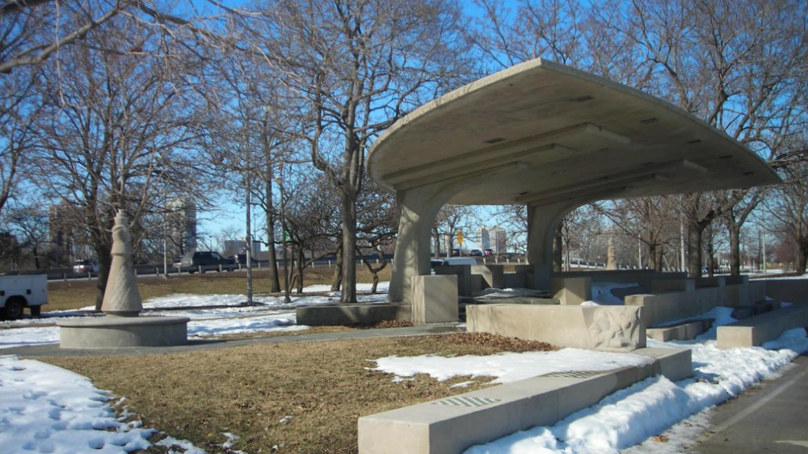 Adjacent to Lincoln Park's lakefront trail, the Chess Pavilion has free standing sculptural chess pi