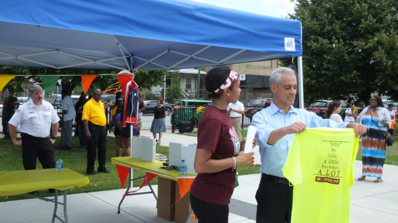 Mayor Emanuel  speaking with park employee