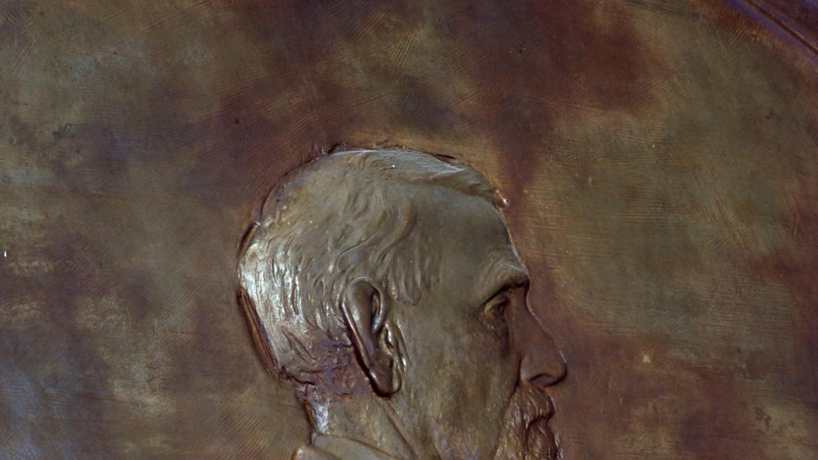 The artwork was created by Paul Fjelde who at that time worked for Lorado Taft.