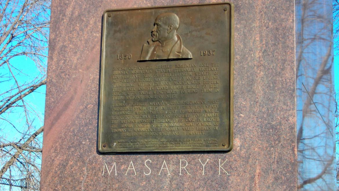 The monument has a bronze plaque with a sculpture bas-reflief depiction of Masaryk's face in profile