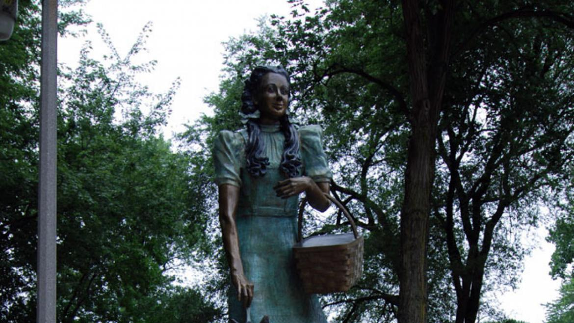 The Dorothy and Toto sculpture was the fourth and final artwork installed in the park and commission