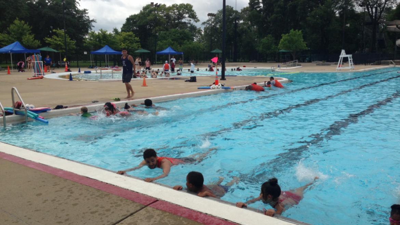 Kids enjoying a great swim lesson at Washington Refectory