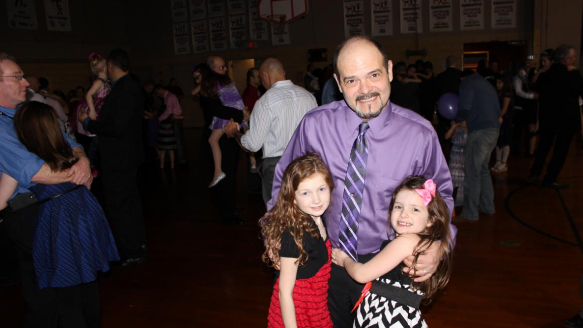 How sweet! Daddy dancin' with his girls at Hiawatha Park.