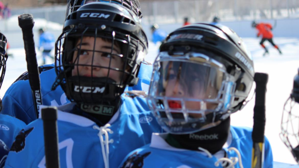 hockey_classic_kids_listening_to_coach_middle