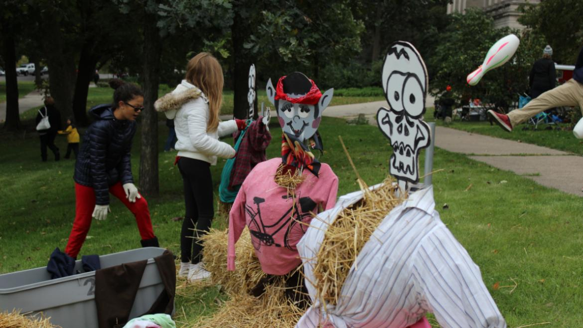 Do you want to build a scarecrow...at Lincoln Park?