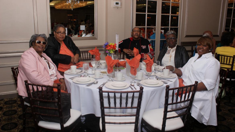 Amundsen Park seniors enjoying their lunch