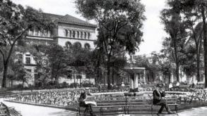 Postcard view of the McCormick Fountain in Washington Square with Newberry Library in the background