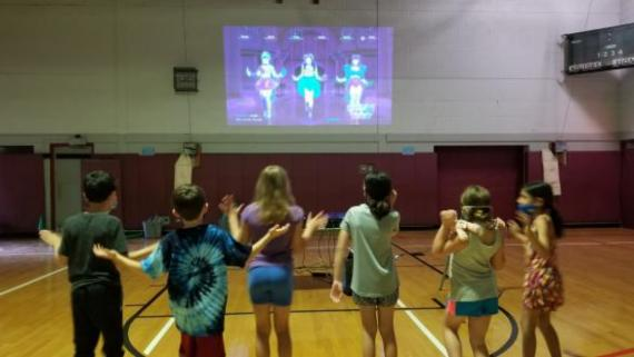 Kids are getting their dance on!