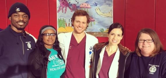 Awesome! Nick Gehlfuss & Torrey DeVitto of Chicago Med took a break while filming in the park.
