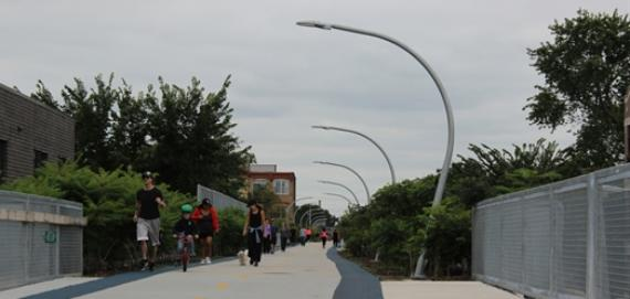 People walking along the 606 in Chicago
