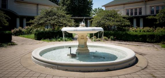 Fuller Park fountain