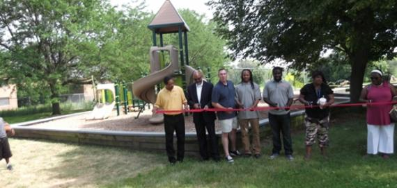 Community ribbon cutting for the new Chicago Plays! playground